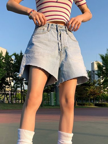 unbal button denim shorts